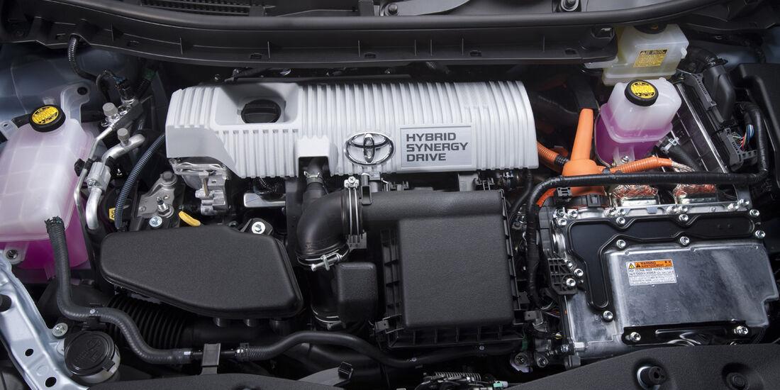 0111, Toyota Prius V, Motor