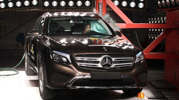 12/2015 EuroNCAP Crashtest Mercedes GLC