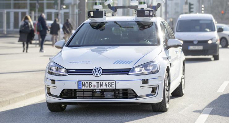 VW testet selbstfahrende Autos in Hamburg