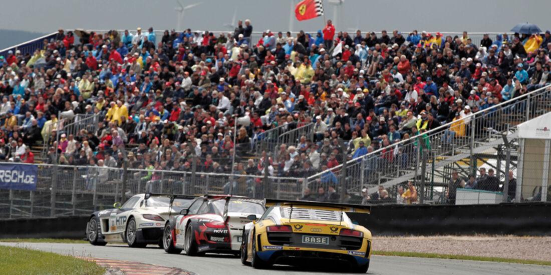 ADAC GT-Masters, Sachsenring, Kurve, verschiedene Rennwagen, Heck