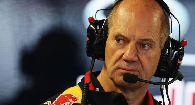 Adrian Newey - Christian Horner - Sebastian Vettel - Red Bull - Formel 1 - GP Indien - 27. Oktober 2013