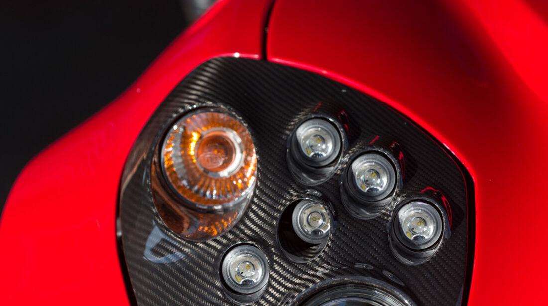 Alfa Romeo 4C, Frontscheinwerfer
