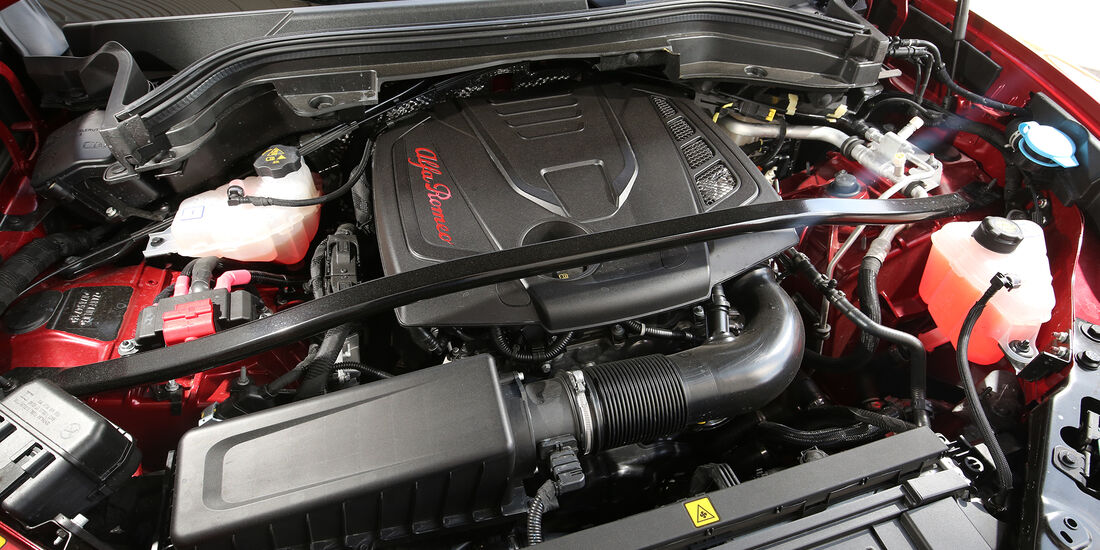 Alfa Romeo Stelvio 2.0 Turbo Q4 Motor