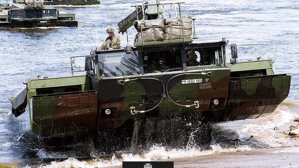 Amphibisches Brücken- und Fährenfahrzeug M3