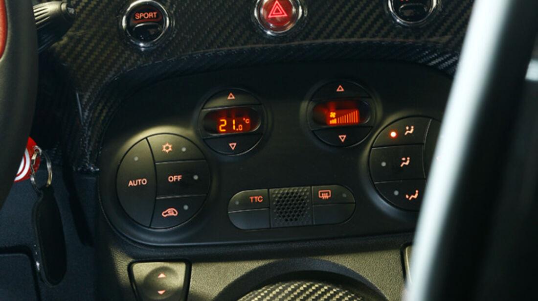 Aston Martin Cygnet, Mittelkonsole