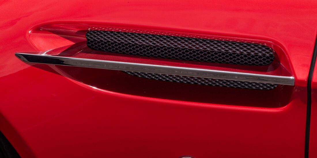 Aston Martin V8 Vantage, Luftschlitz