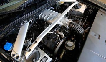Aston Martin V8 Vantage, Motor