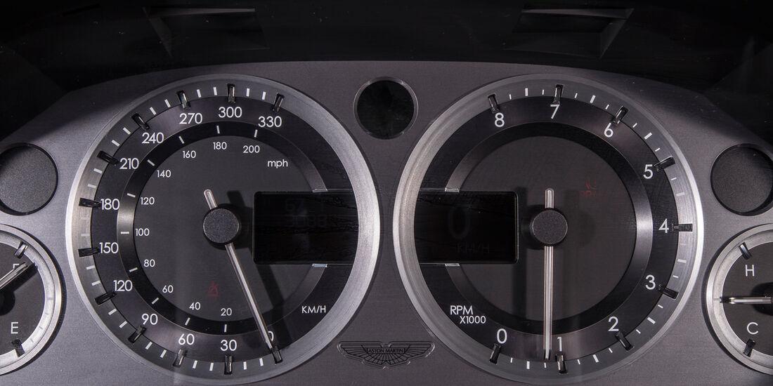 Aston Martin V8 Vantage, Rundinstrumente