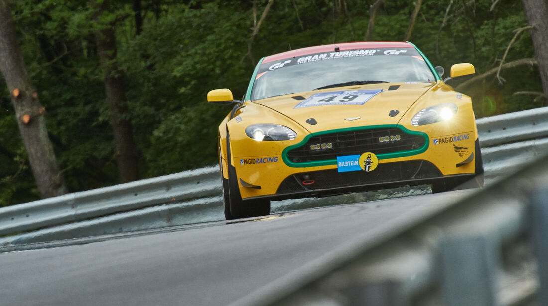 Aston Martin Vantage V8 - Aston Martin Test Centre - Startnummer: #49 - Bewerber/Fahrer: Dr. Ulrich Bez, Dr. Andreas Bänziger, Mal Rose, Peter Leemhuis - Klasse: SP8