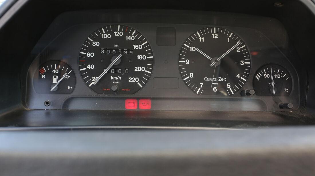 Audi 100 CS, Typ 44, Rundinstrumente