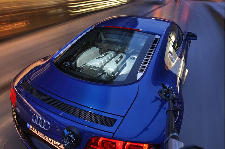 ams tv audi r8 v10 gegen porsche 911 turbo auto motor und sport. Black Bedroom Furniture Sets. Home Design Ideas
