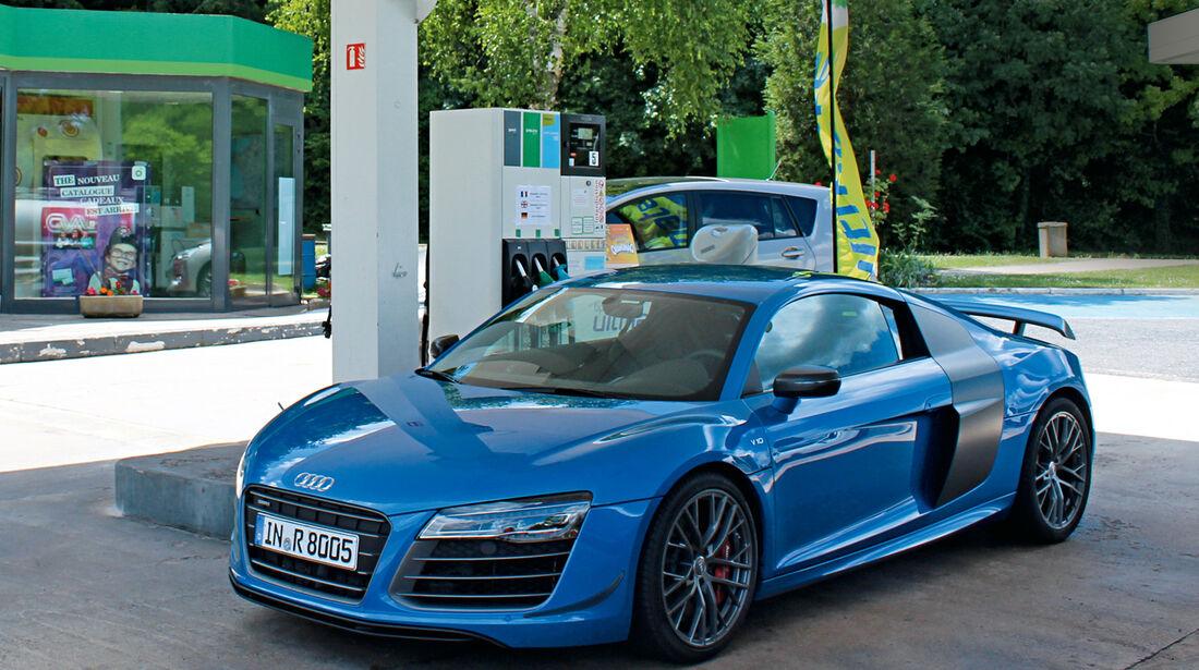 Audi R8 LMX, Seitenansicht, Tankstelle
