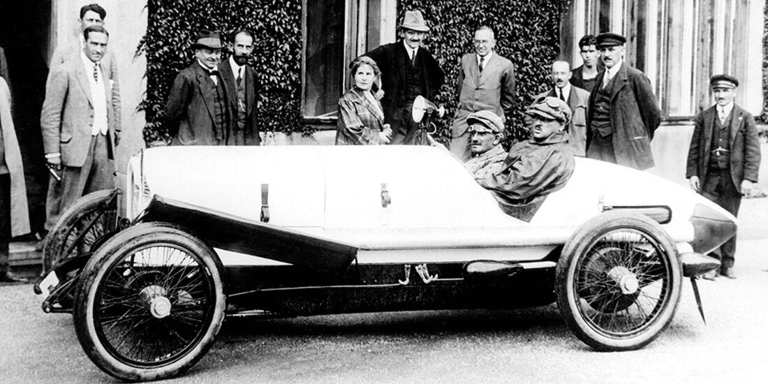 Austro Daimler Sascha Rennwagen am Steuer Ferdinand Porsche daneben Sascha Kolowrat