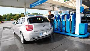 BMW 120d Sport Line, Tanken, Tankstelle