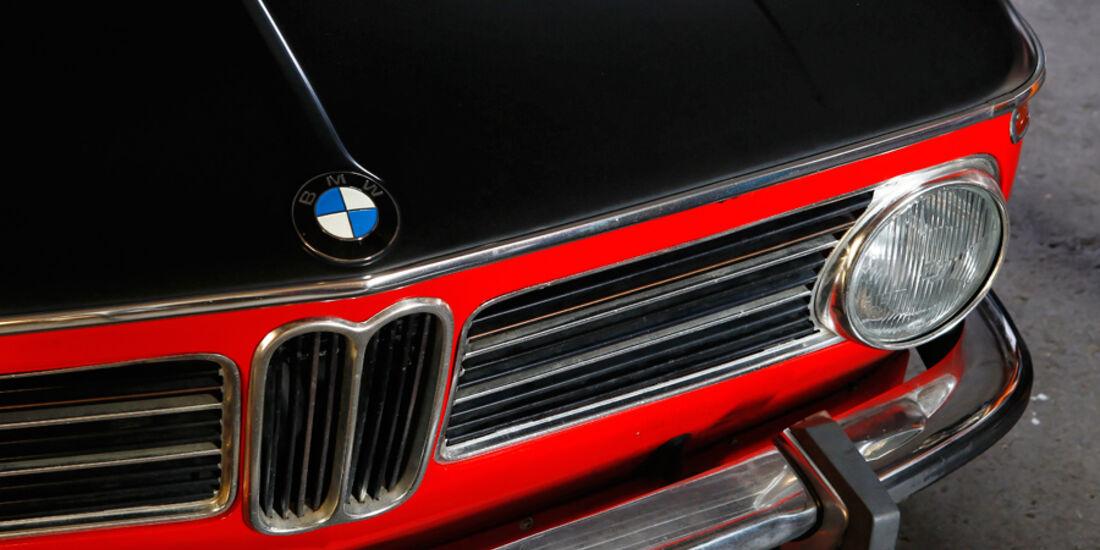 BMW 2002 tii Alpina, Kühlergrill, Emblem