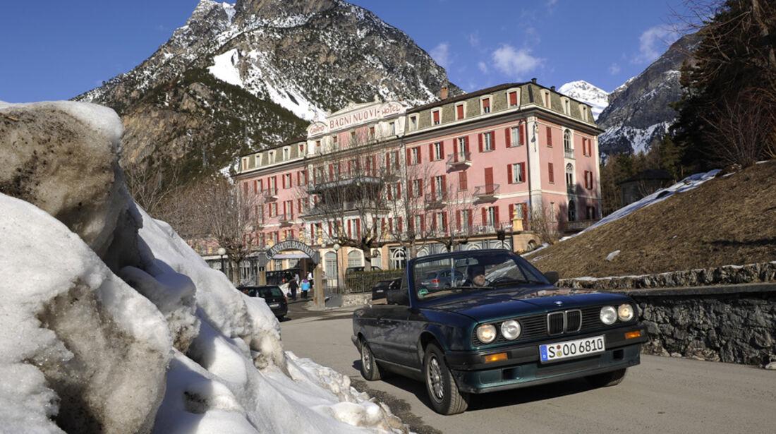 BMW 318i Cabriolet in den Bergen