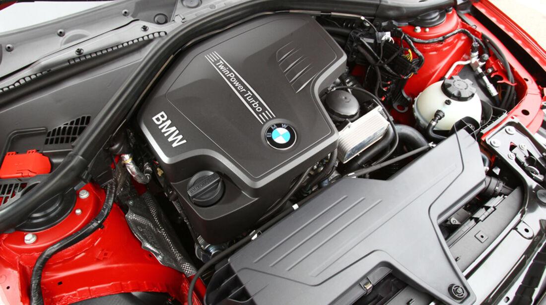 BMW 328i, Motor