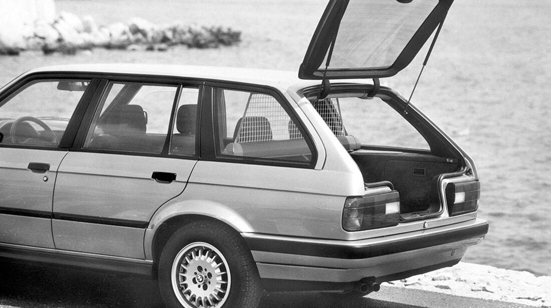 BMW 3er Touring - E30 - Seitenansicht, geöffnete Heckklappe