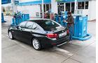 BMW 530d, Seitenansicht, Tankstelle