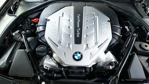 BMW 550i, Motorraum, Motor