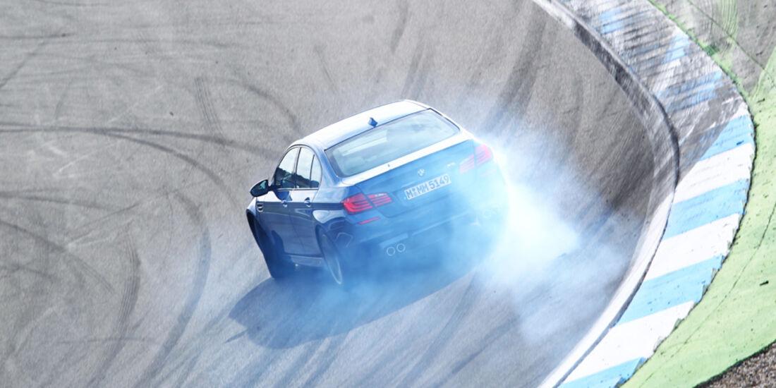 BMW M5, Steilkurve