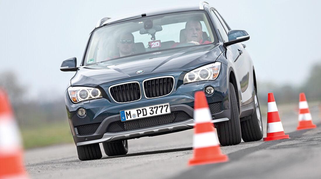 BMW X1 sDrive 20i, Frontansicht, Slalom