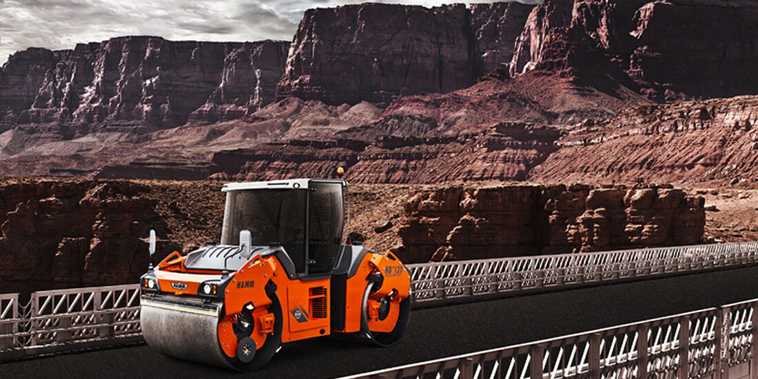 Baumaschinen-Kalender, Heavy Equipment-Kalender 2011, Hamm HD+ 120 Walze
