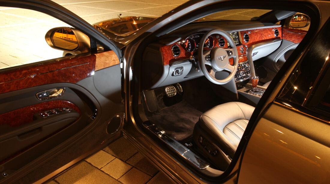 Bentley Mulsanne, Fahrertür offen, Cockpit