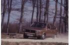 Brauner Renault 20 in Fahrt