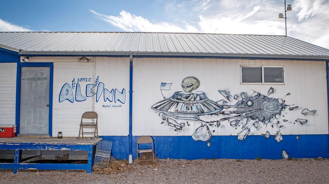 Cafe, Aussenwand, Graffiti