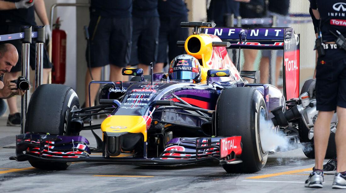 Carlos Sainz Jr. - Red Bull - Formel 1 Test - Abu Dhabi - 25. November 2014