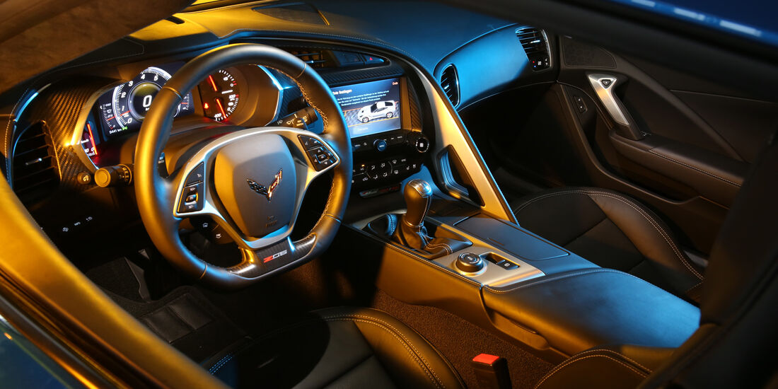 Chevrolet Corvette, Cockpit