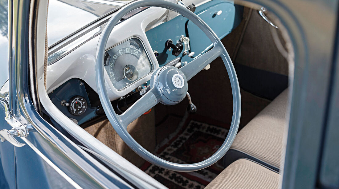 Citroen-11-CV-Interieur