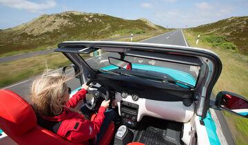 Citroen E-Mehari Cockpit fahrend mit Fahrer