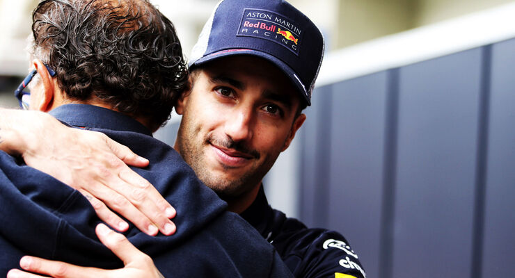 https://imgr3.auto-motor-und-sport.de/Daniel-Ricciardo-Red-Bull-GP-Brasilien-2018-articleDetail-bfb242bd-1200101.jpg
