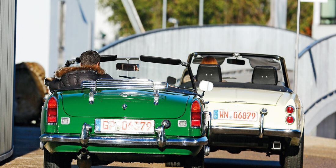 Datsun 1600 Sports, MGB MK II, Heckansicht