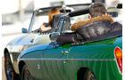 Datsun 1600 Sports, MGB MK II, Seitenführung