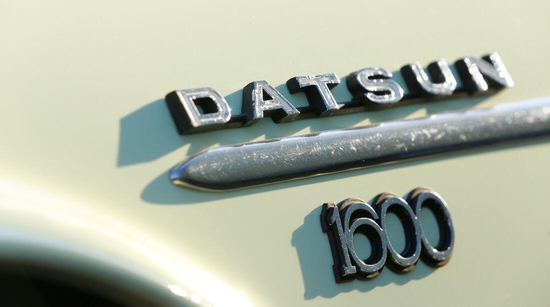 Datsun 1600 Sports, Typenbezeichnung, Emblem