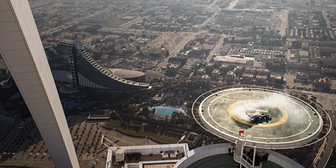 David Coulthard - Showrun - Donuts - Dubai - Burj al Arab - 2013