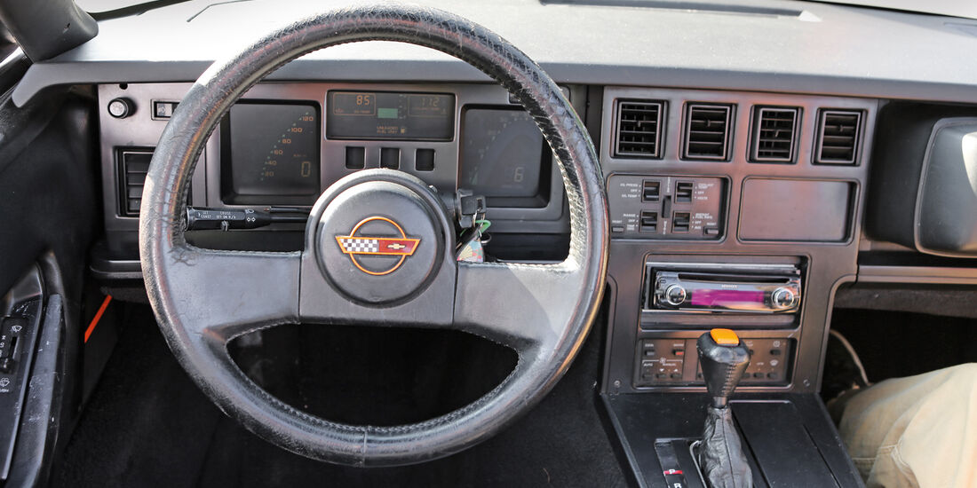 Einkaufs-Tour, Chevrolet Corvette C4 Convertible, Lenkrad, Cockpit