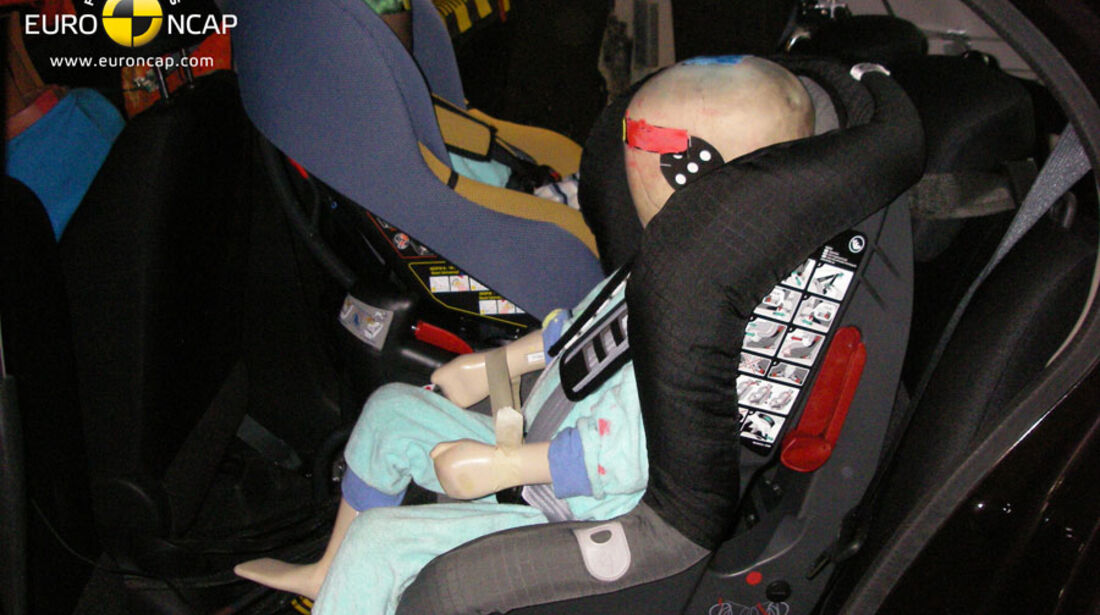 EuroNCAP-Crashtest, Nissan Micra, Kindersitz-Crashtest