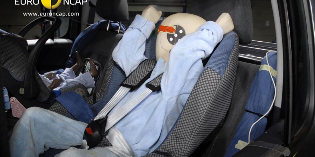 EuroNCAP-Crashtest, VW Amarok, Kindersitz-Crashtest