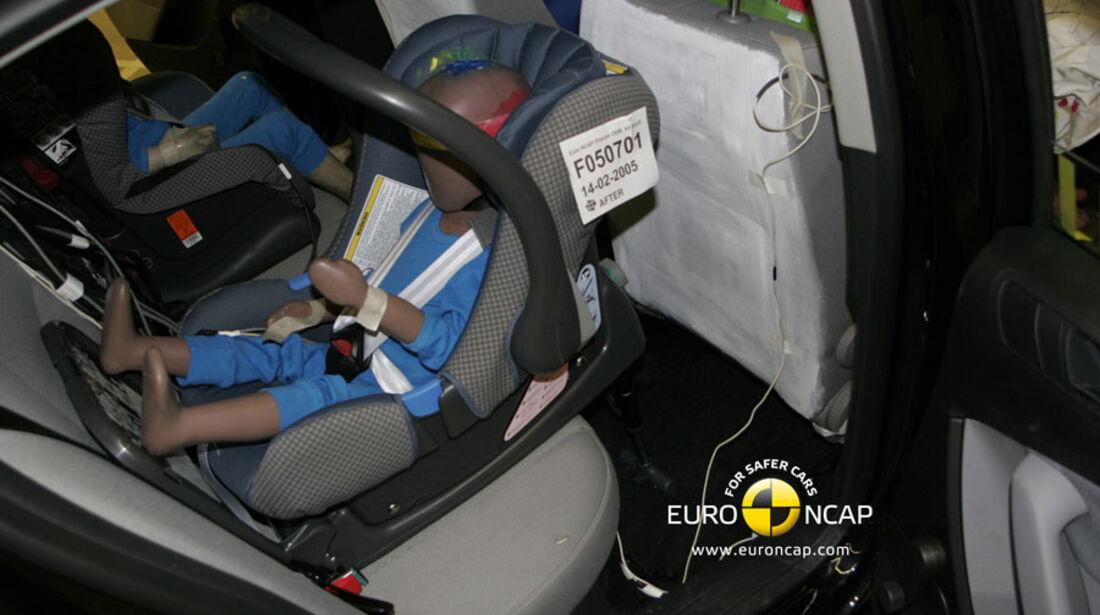 EuroNCAP-Crashtest, VW Passat, Kindersitz-Crashtest