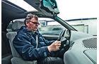 Fahrer im BMW 530i
