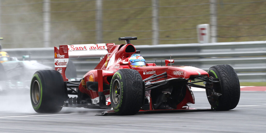 Fernando Alonso Crash GP Malaysia 2013