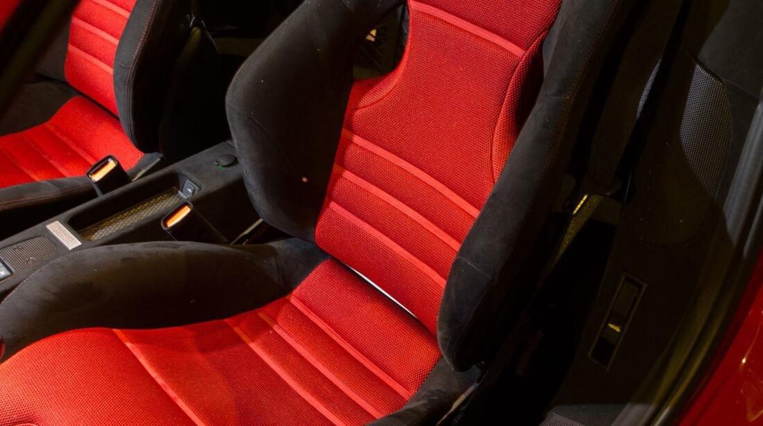 Ferrari 458 Speciale A, Fahrersitz