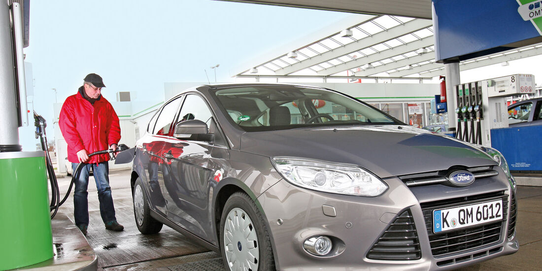Ford Focus: 1.6 TDCi, Frontansicht, Tankstelle