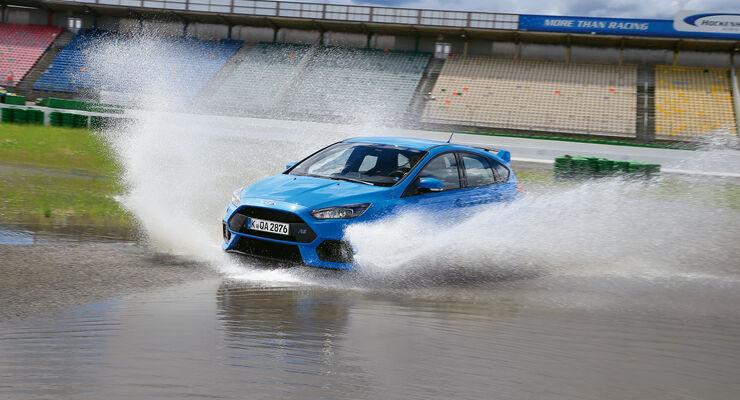 Ford Focus RS, Wasserdurchfahrt, Seitenansicht