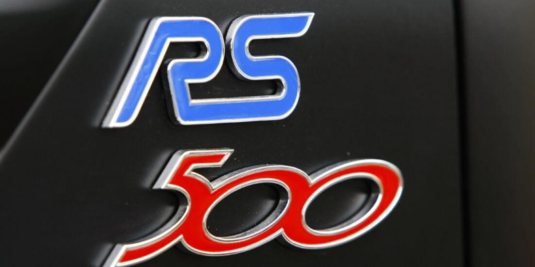 Ford Focus RS500 RS-Emblem