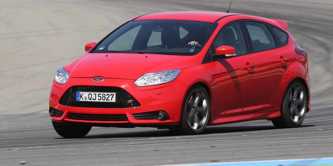 Ford Focus ST, Seitenansicht, Kurvenfahrt